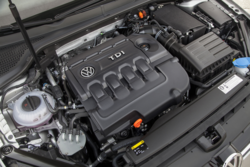 2015_Volkswagen_Golf_tDI_engine