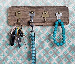DIY key rack using old keys