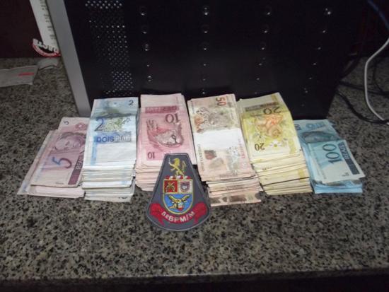 Dinero en la çpolicia