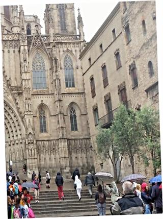 Autora: Jing Jing Zhu, alumna de 4º de ESO. Escalinatas de la Catedral de Barcelona.