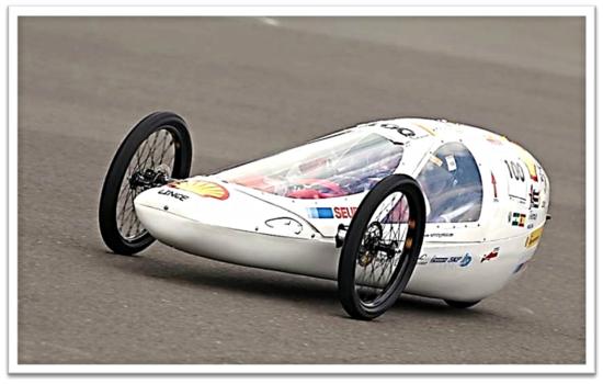 "'Lince 1.1."", curso 2010-2011, en el circuito de Lausitz (Alemania) Dorsal nº 100: 144 kilómetros con 1 litro de gasolina."