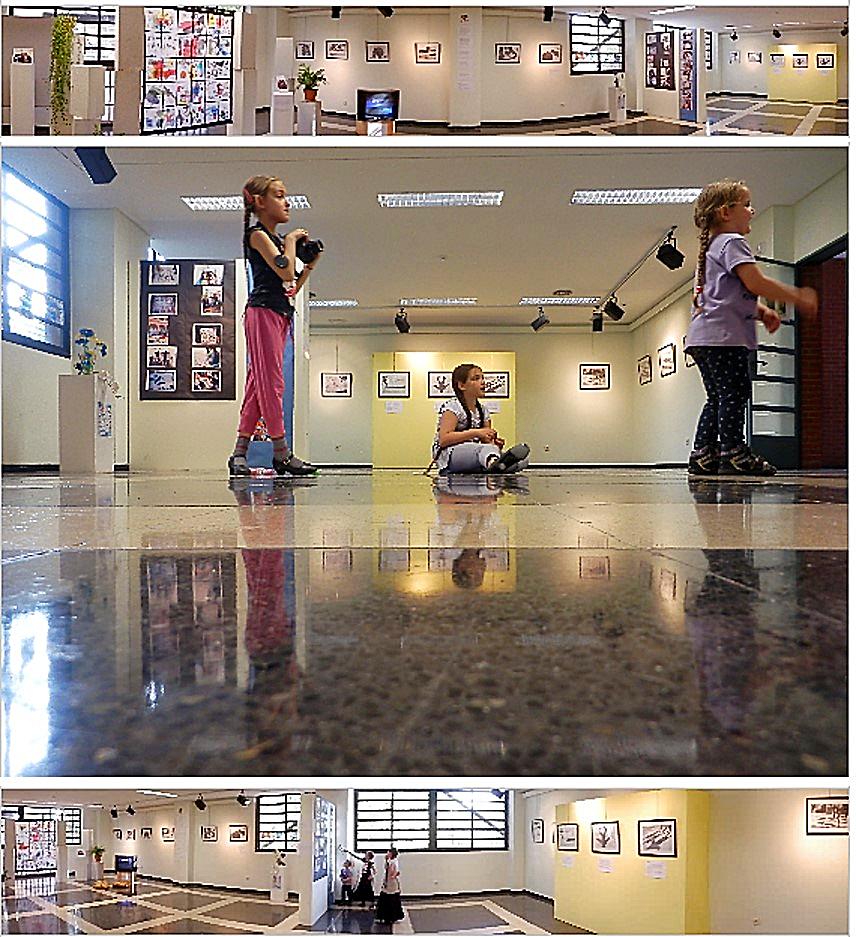 Exposición en el Centro Cultural 'El Pozo', en el barrio de Entrevías, de las producciones de alumnos y alumnas participantes en el proyecto pedagógico 'Tres Miradas '| Acción Psii