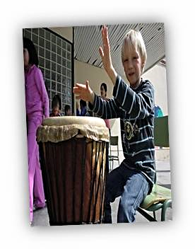 """Talleres de """"Percusión"""", utilizando instrumentos típicos senegaleses (djembé, dun-dunes)"""