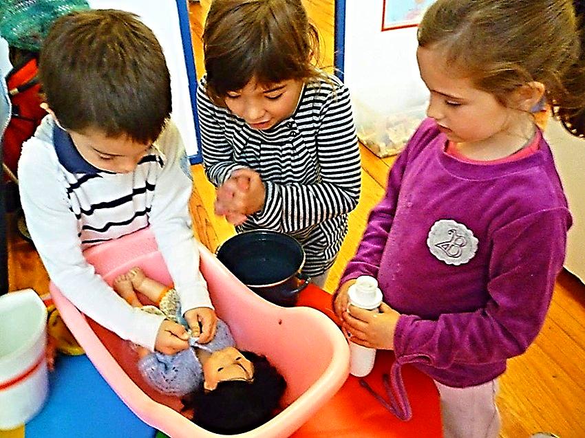 Los elementos estructurales, funcionales y de relación, que definen cada escenario escolar, interactúan de manera compleja y van conformando una realidad con sentido