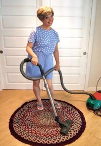 VacuumingIda1