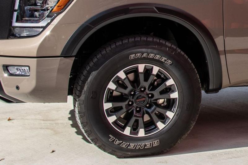2020 Nissan Titan Pro-4X Tire