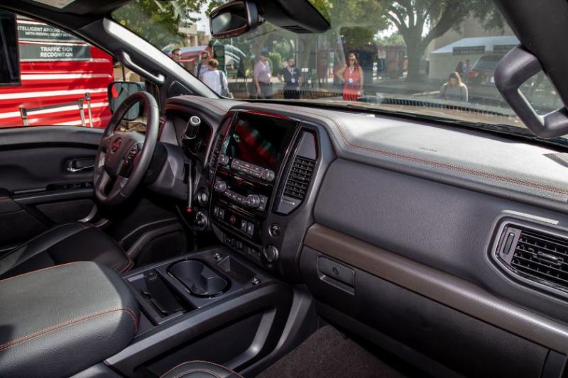 2020 Nissan Titan Pro-4X Front Row