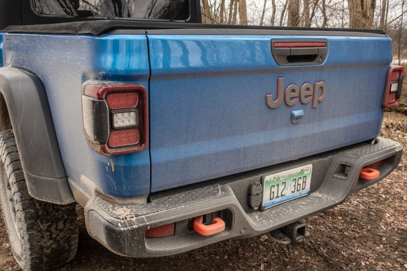 2020 Jeep Gladiator Mojave Tailgate and Tow Hooks