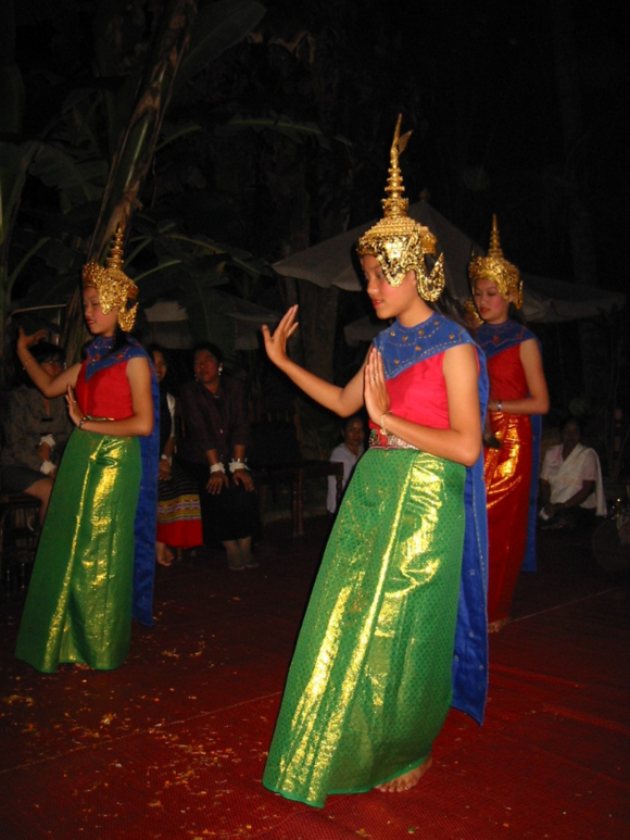 Introductory scene to thank and honour the Hindu gods during a Phra Lak Phra Ram performance by the Royal Ballet Theatre of Luang Prabang. Photo by Jana Igunma, 2002.