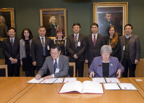Caroline Brazier, Chief Librarian, signs a Memorandum of Understanding with the Director of Shandong University Zhang Rong in London on 3 December 2014.