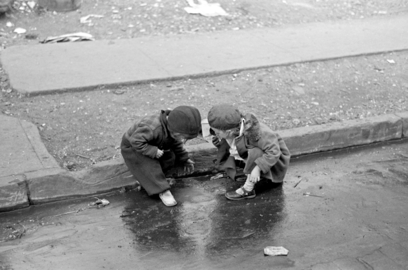 Russell Lee - Children playing in the gutter on 139th Street just east of St. Anne's Avenue, Bronx, New York, 1936